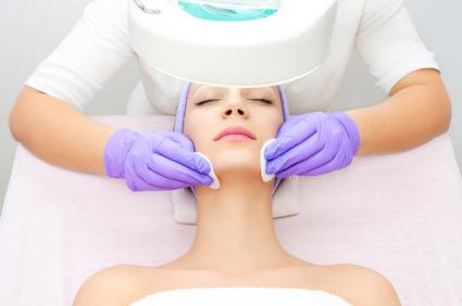 Dermatolog Danuta Nowicka_Kuracje odmładzające na twarz i ciało
